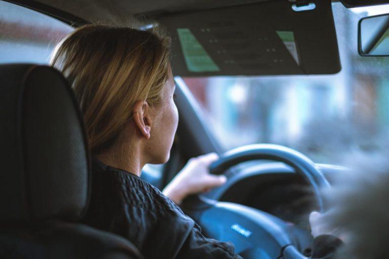 Jak wybrać szkołę jazdy która najlepiej przygotuje nas do egzaminu