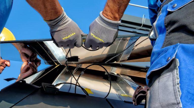 Panele fotowoltaiczne staja się coraz tańsze w zakupie i instalacji