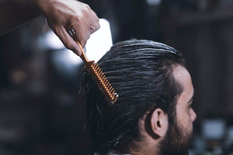 Siwe włosy nie muszą stresować