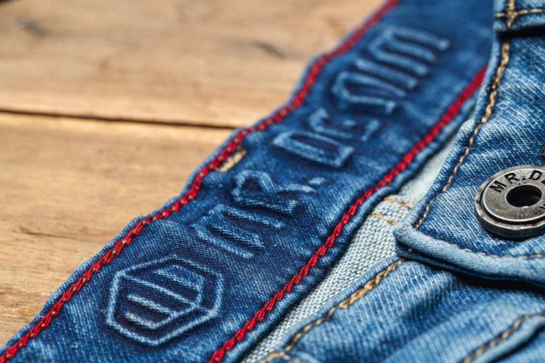 Pragniesz umieścić na ubraniach hasło lub logo swojej firmy?