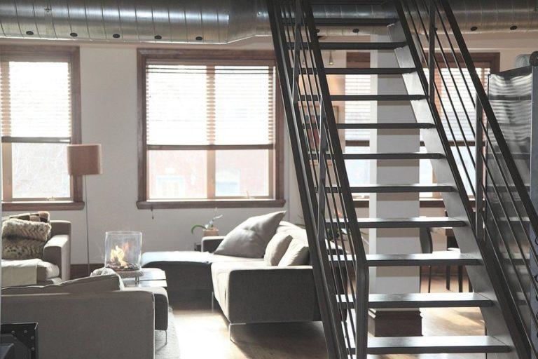Planujesz budowę schodów drewnianych?
